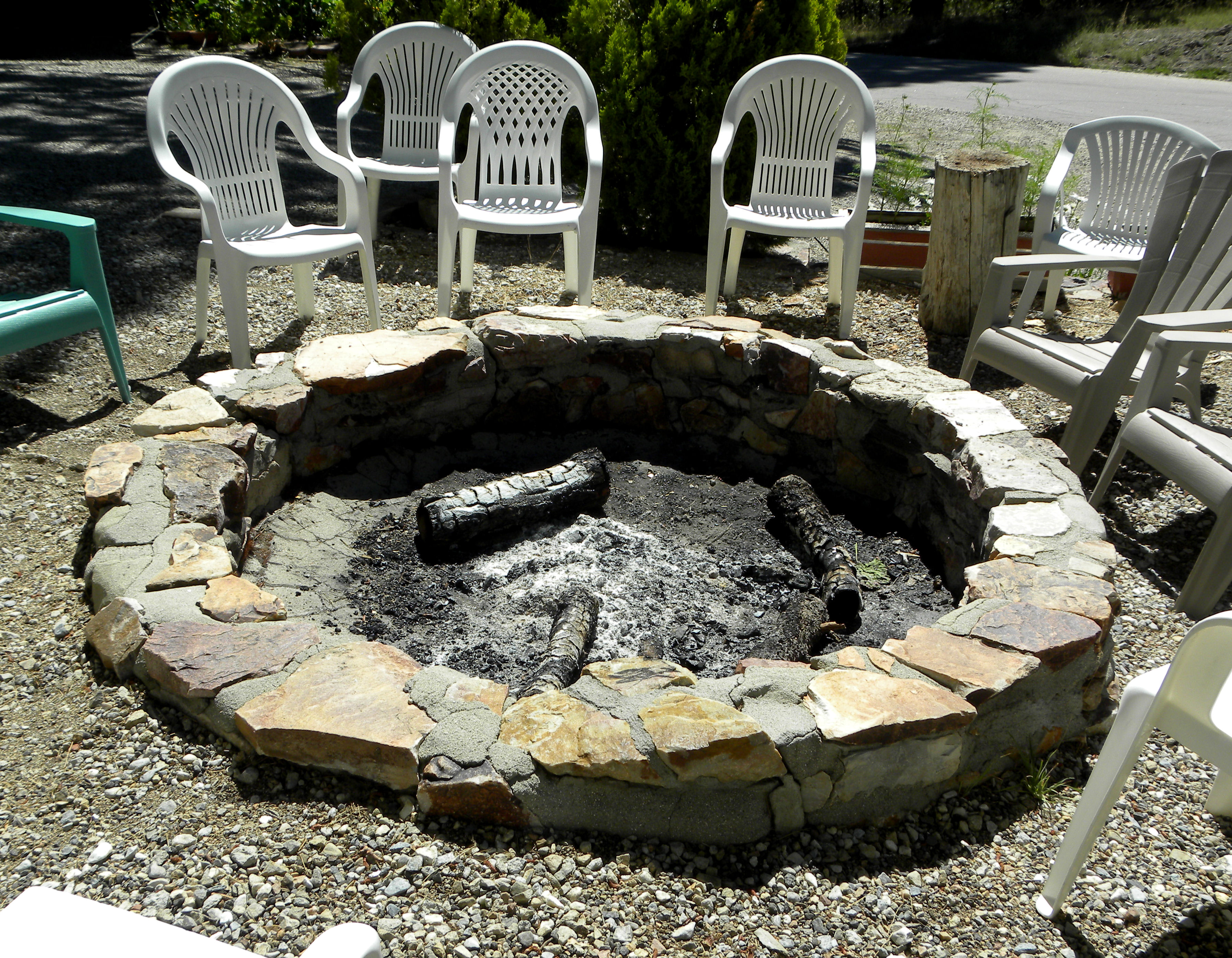 1000 images about back yard fire pits love it on for How to build a fire ring with rocks